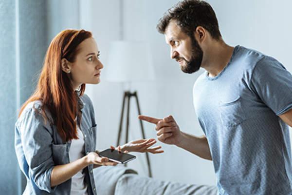سرزنش کردن همسر و راهکارها