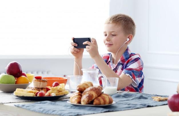 منابع اصلی اعتیاد کودکان به تلفن همراه